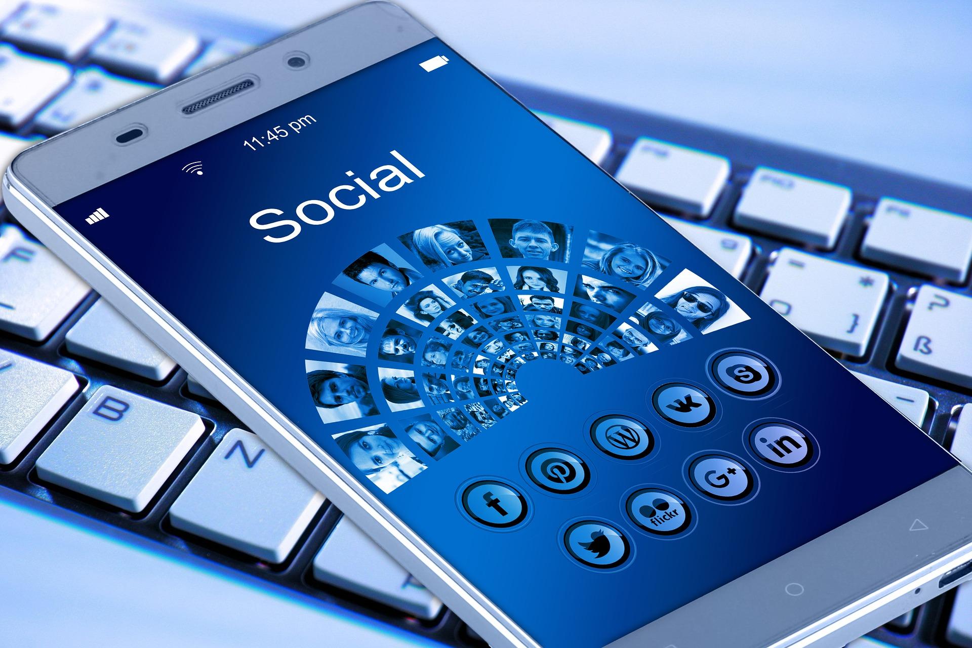 mobile-phone-social-media